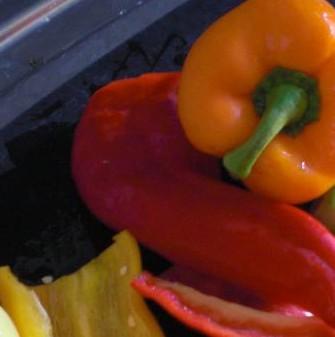 Sommerabend in Orange: Gazpacho mit Melone, gelben Tomaten, Koriander und Chillie