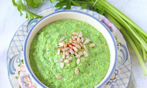 Die pure Lust am Dippen – Feldsalatcreme mit Wasabi und Brokkolicreme mit Oliven und Kapern