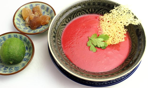 "Und nochmal Rosa – ""Pink Thai Soup"" mit Parmesan Hippe"