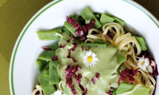 Tagliatelle mit Zitronenmelisse Pesto und grünen Bohnen