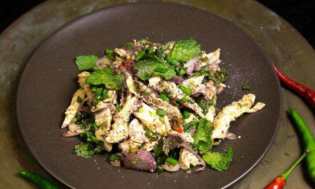 Experimente mit Reis  – thailändischer Hühnerbrustsalat mit schwarzem Klebreis