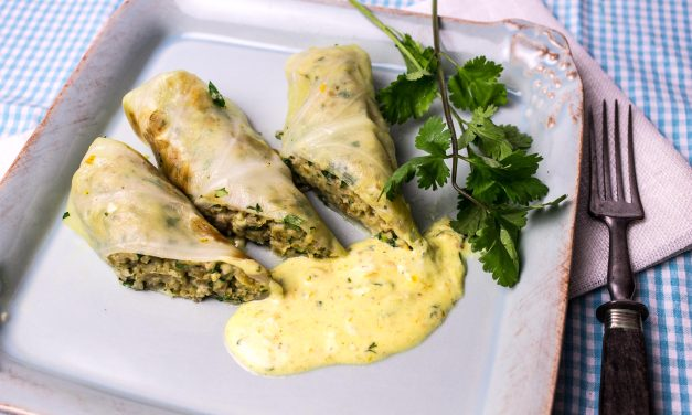 Veggie-weekend   –   Spitzkohlrouladen mit Koriander-Orangensauce