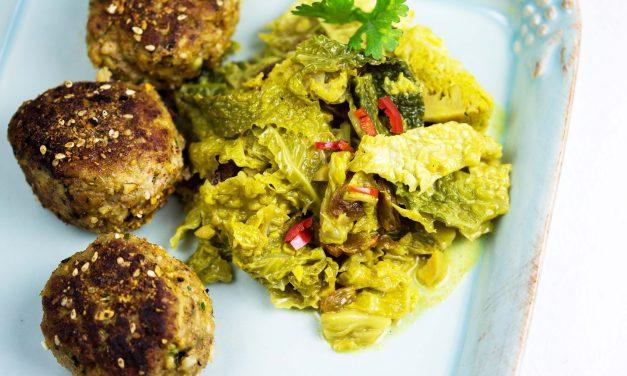 Wirsingcurry mit Kalbfleisch-Dukkah-Bällchen