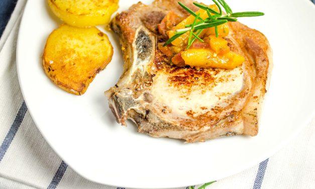 Kotelett von Schwäbisch-Hällischen Schwein mit Rosmarin-Aprikosen
