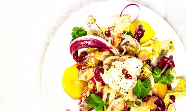 Ein wintermärchenverdächtiger Salat mit Seeteufel, Granatapfel und Orange