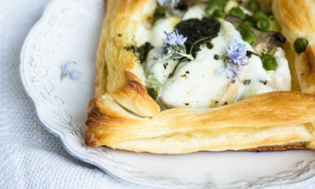 Schnelle Ideen fürs Osterbrunch <br/> luftige Blätterteig-Ricotta Törtchen mit grünem Spargel und Büffelmozzarella
