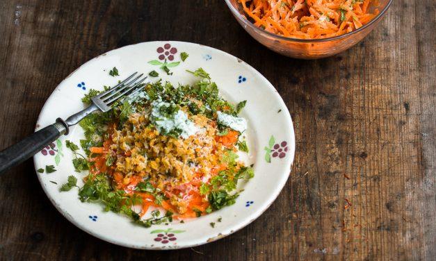 Karotten-Kerbel Salat mit Kokos Linsen und Koriander Joghurt