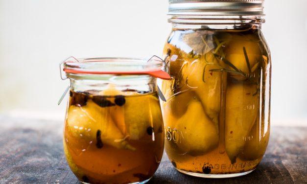 Eingemachte Birnen mit Chili, Sternanis und Rosmarin