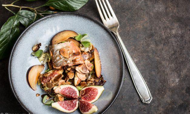 Forelle mit Rosenkohl, Feigen und Mandeln