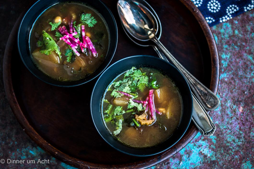 Bete-Koriander Suppe mit Kichererbsen und Mangold