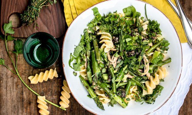 Frühlingsgefühle – Pasta mit frischen Morcheln, grünem Spargel und einer Kerbel-Sauerampfersahne