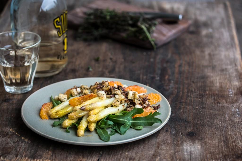 Spargel mit Olivenbröseln-1-2