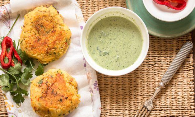 Aloo Tikki – indische Kartoffelplätzchen mit Mandel-Koriander Chutney