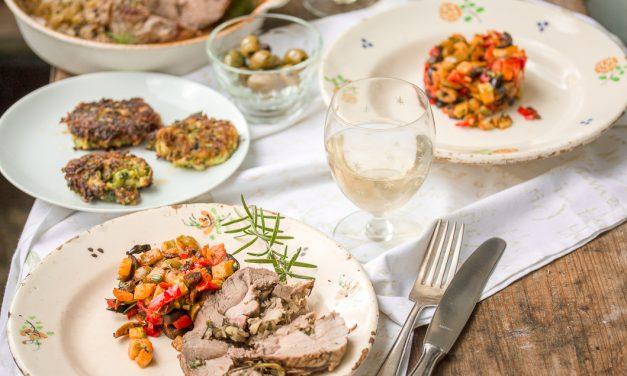 Kräuterbraten vom schwäbisch-hällischen Schwein mit Pastis, Olivengemüse und Zucchini-Minz-Puffer