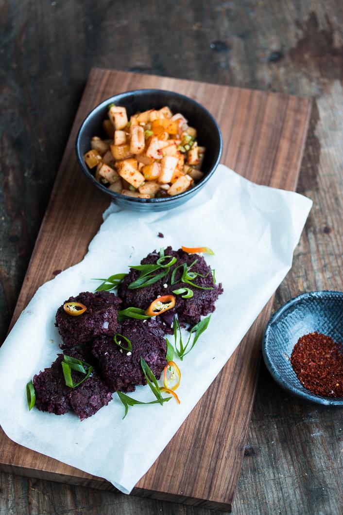 blaue s kartoffel fritters mit schnellem kaki nashi kimchi dinner um acht. Black Bedroom Furniture Sets. Home Design Ideas