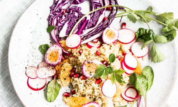 Zu Ostern – fruchtiger Bulgur Salat mit marmorierten Wachteleiern