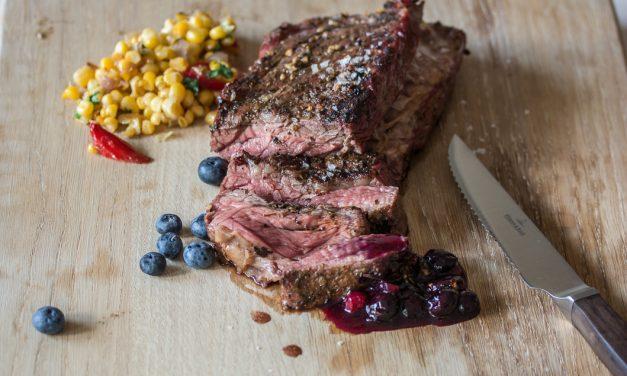 Flank Steak mit scharfer Blaubeer-Preiselbeersauce