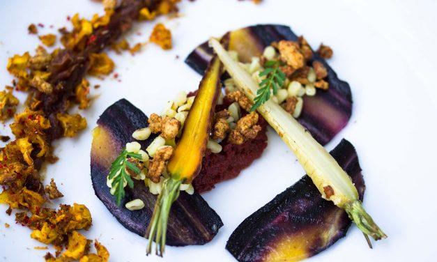 Ofengeröstete Möhren mit Enten-Karotten-Crumble und Zitronen Graupen