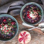 Orientalische Rotkohl-Steckrübensuppe mit Zimt-Cranberries und Orangen