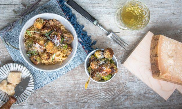 "Spaghetti ""Grana Galore"" mit knusprigem Rosenkohl in Grana Padano – Panko Kruste"