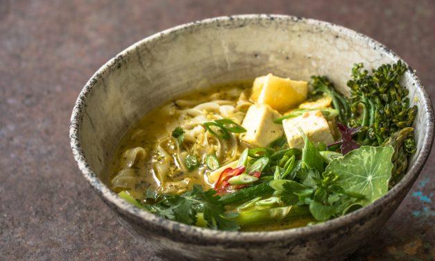 Tofu Laksa mit grünem Spargel und Glücksgefühle – bald kommt das neue Buch!
