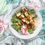 Knuspriger Tofu mit Cashew-Satay Sauce und grünen Bohnen