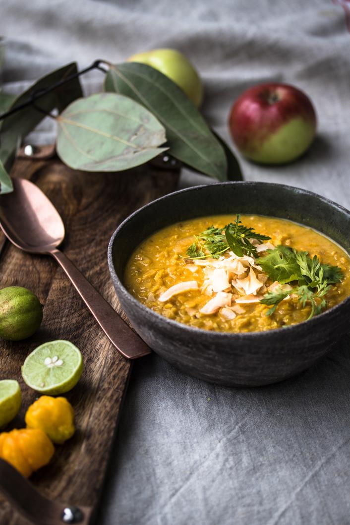 Die perfekte Linsensuppe – indische Dal mit Apfel und Kokos