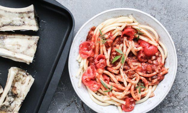 """Mac'n Marrow"" Maccaroni mit Tomaten und gerösteten Markknochen"