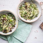 Gemüsesalat mit Perlgraupen, Sauerkraut, Kräutern und Blutorangen-Vinaigrette