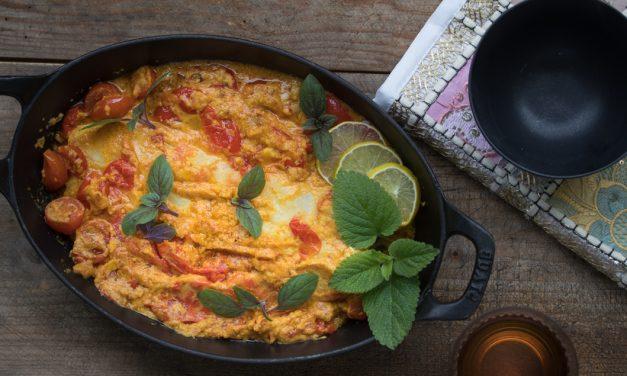 Mildes Tomaten Curry mit Kokos, Kardamom und Kabeljau