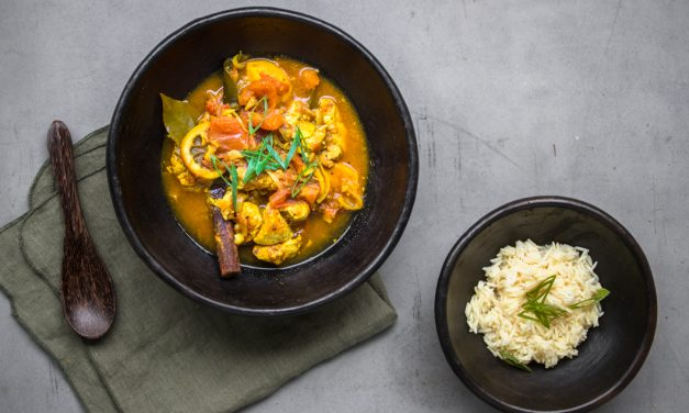 Südafrikanisches Cape Malay Chicken Curry im Kochsack gegart