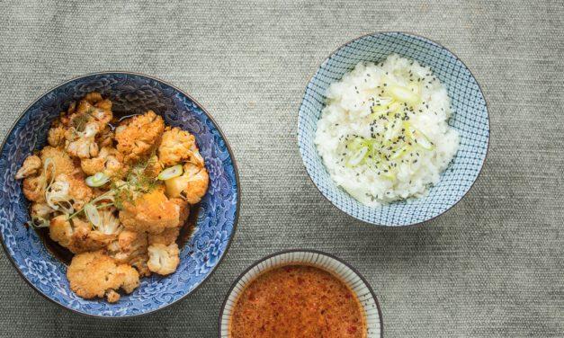 Gerösteter Blumenkohl mit Honig, Knoblauch und Sake-Chili Dip