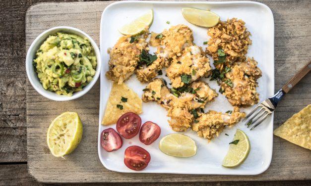 Knuspriges Hühnchen mit Nachos und Avocado Salsa